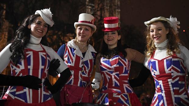 Entre el duelo y la fiesta al hacerse realidad el Brexit