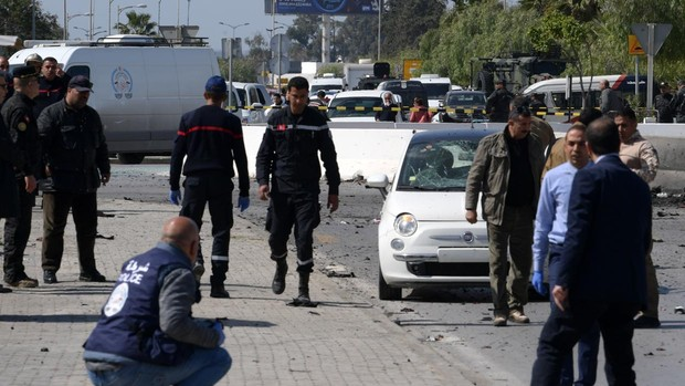 Ataque suicida cerca de la Embajada de USA en Túnez: 1 …